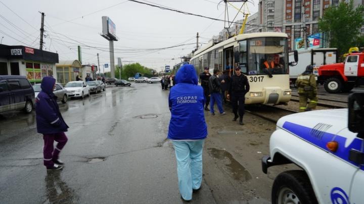 Трамвай с забытым в салоне пакетом создал затор из вагонов на Восходе