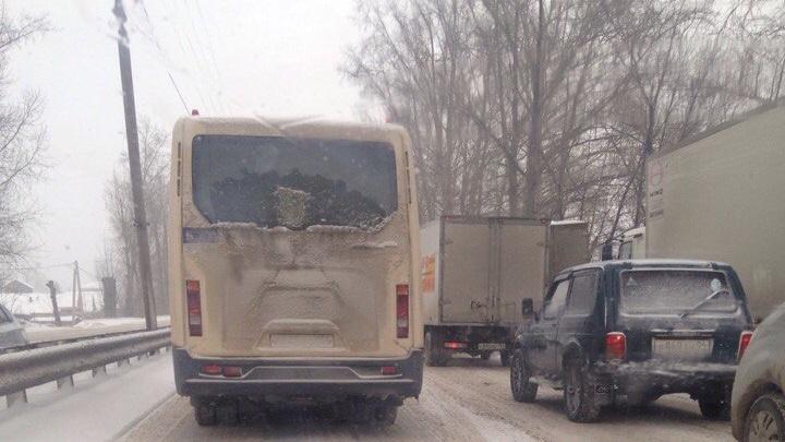 Пробки на весь день: Бердское шоссе осталось без светофора на Матвеевке