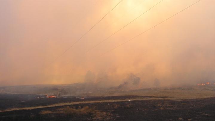 В Ольховском районе от случайной искры разгорелся большой степной пожар