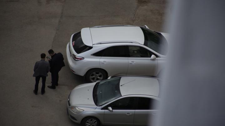 Чиновники Сибая объяснили, зачем им машины с круиз-контролем, Apple Carplay и подогревом руля
