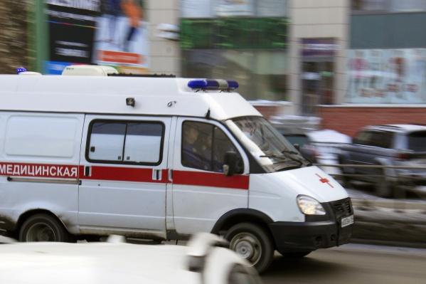 На место вызвали полицию и скорую помощь