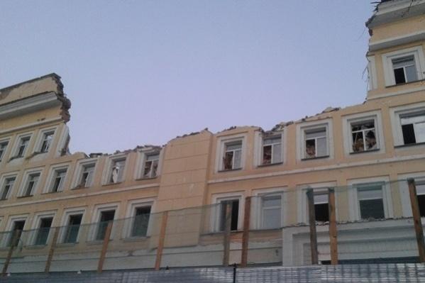 Институт ФСБ —центральная часть здания, которую снесли в конце 2016 года