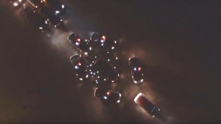 Выстроили из автомобилей «свечу»: в Самаре почтили память погибших в ДТП