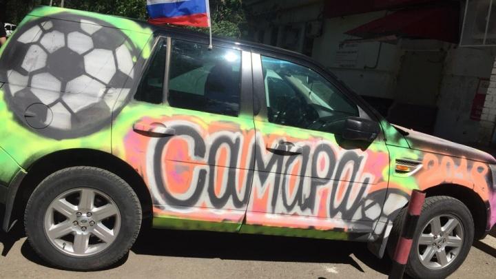 Самара, футбол, мир: болельщик превратил свой автомобиль в произведение искусства