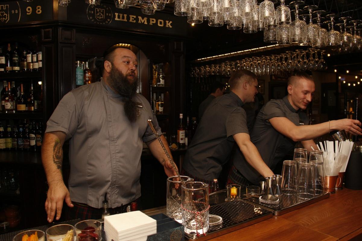 В новом баре решили сделать упор на коктейли и вино