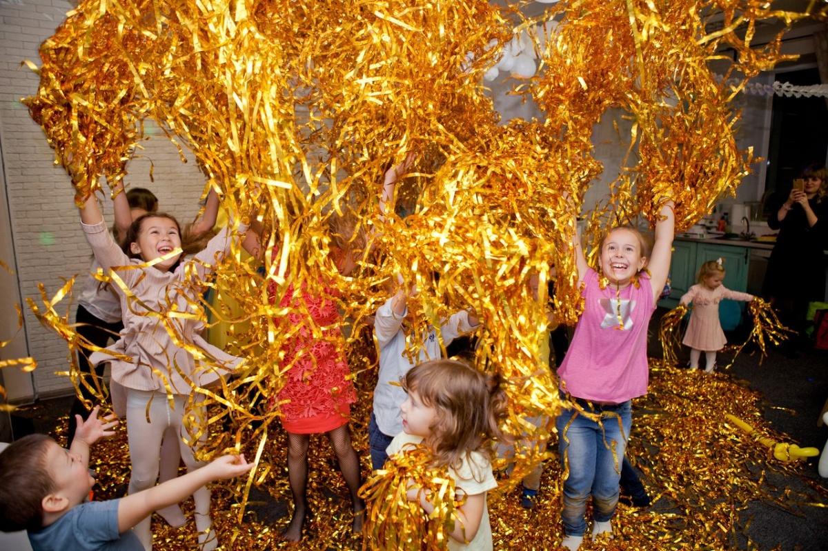Блёстки, бургеры и поролон: детям организуют дни рождения, от которых в восторге даже взрослые
