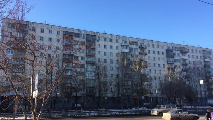 Капремонт раздора: строители обвиняют в побоях тюменского пенсионера, недовольного их работой