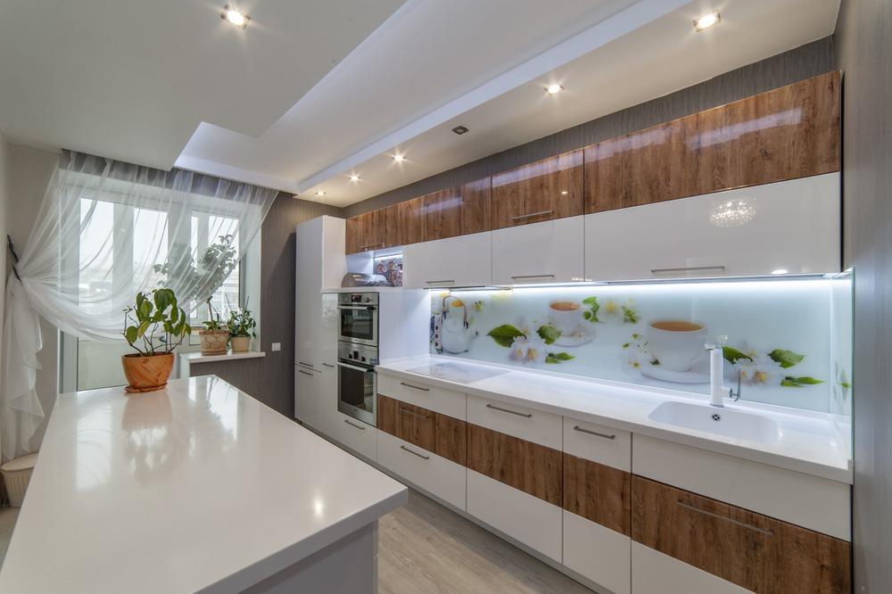 И диван войдёт: квартиры с большими кухнями