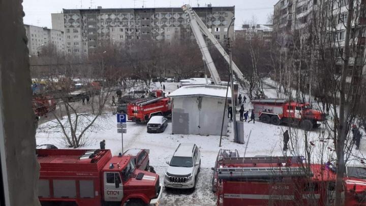 Взорвавшаяся лампа стала причиной пожара в высотке на Пермякова