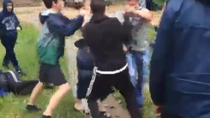 В Тобольске подростки избили взрослых мужчин, которые хотели разнять драку