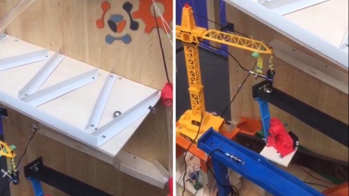 Видео: студенты СФУ собрали сложную машину, работающую по принципу домино