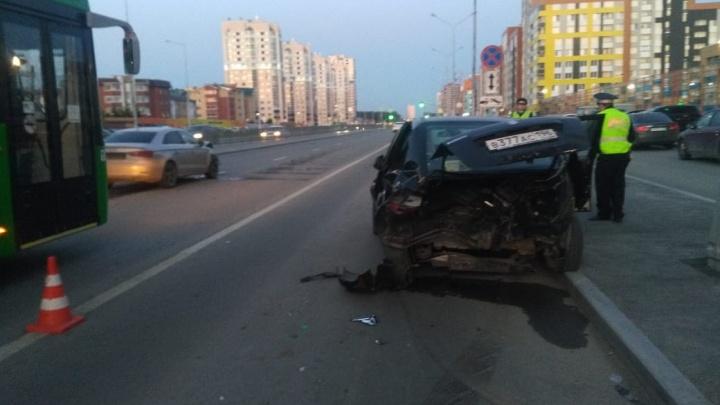 В Екатеринбурге Audi A3 протаранил Suzuki: пострадала пятилетняя девочка