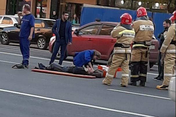 Переходил дорогу в неположенном месте: возле ЦГБ автомобиль сбил мужчину