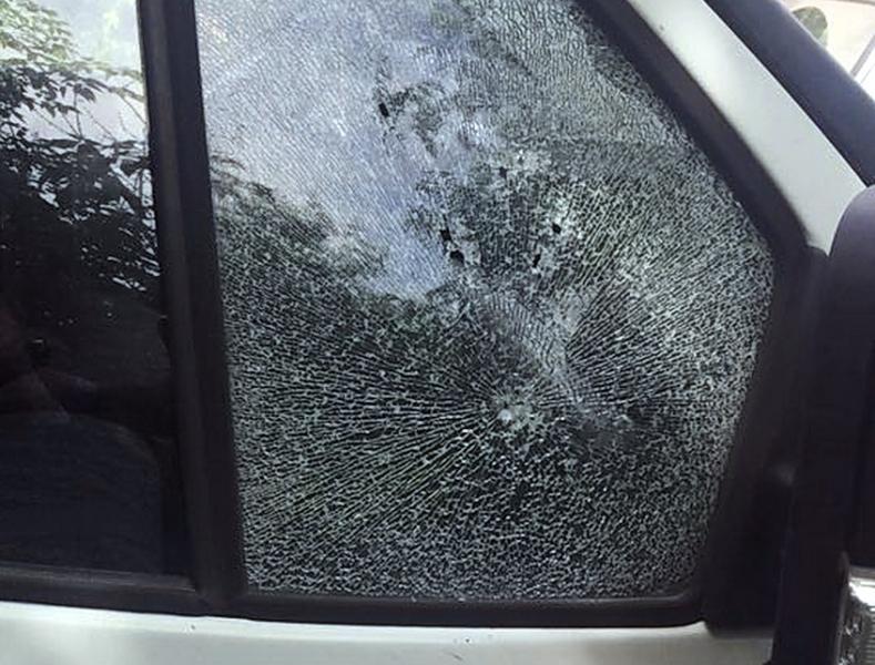 Новосибирец обстрелял автомобиль ипорезал себя ножом ради ограбления