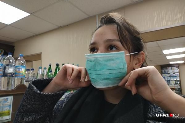 Из-за распространяющейся инфекции жители города запасаются медицинскими масками