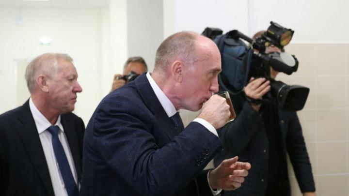 Покусился на «Столичный»: Дубровский отведал кексов в новой школе ЖК «Ньютон» в Челябинске