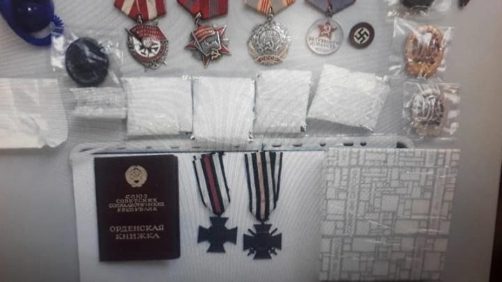 ФСБ поймала волгоградца на покупке орденов и нацистских знаков