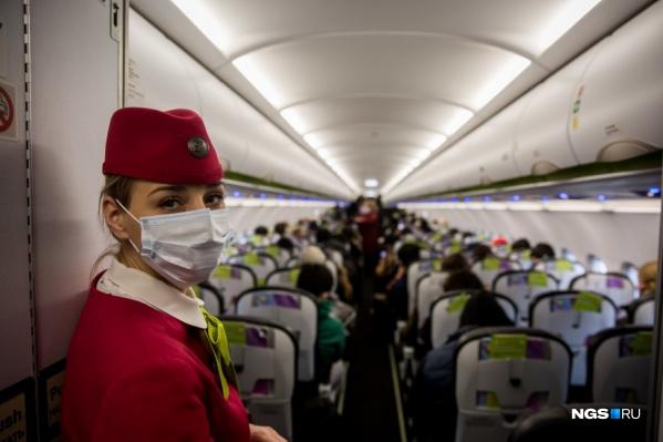 Причиной визита медиков стало то, что из Новосибирска до Тюмени мужчина летел с заболевшей коронавирусом студенткой ТИУ