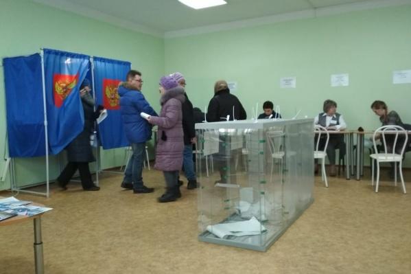 Новосибирская предпринимательница накануне получила письмо за подписью главы администрации Первомайского района Евгения Буркова — он просил помочь с повышением явки 9 сентября