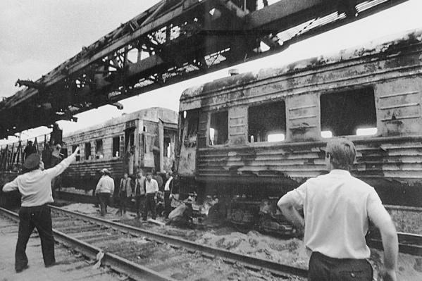 В двух пассажирских поездах ехали почти 1300 человек, половина из которых погибли
