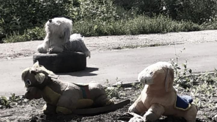 Как в фильме ужасов: в Уфе нашли кладбище игрушек, которое охраняет мужчина с кипятком