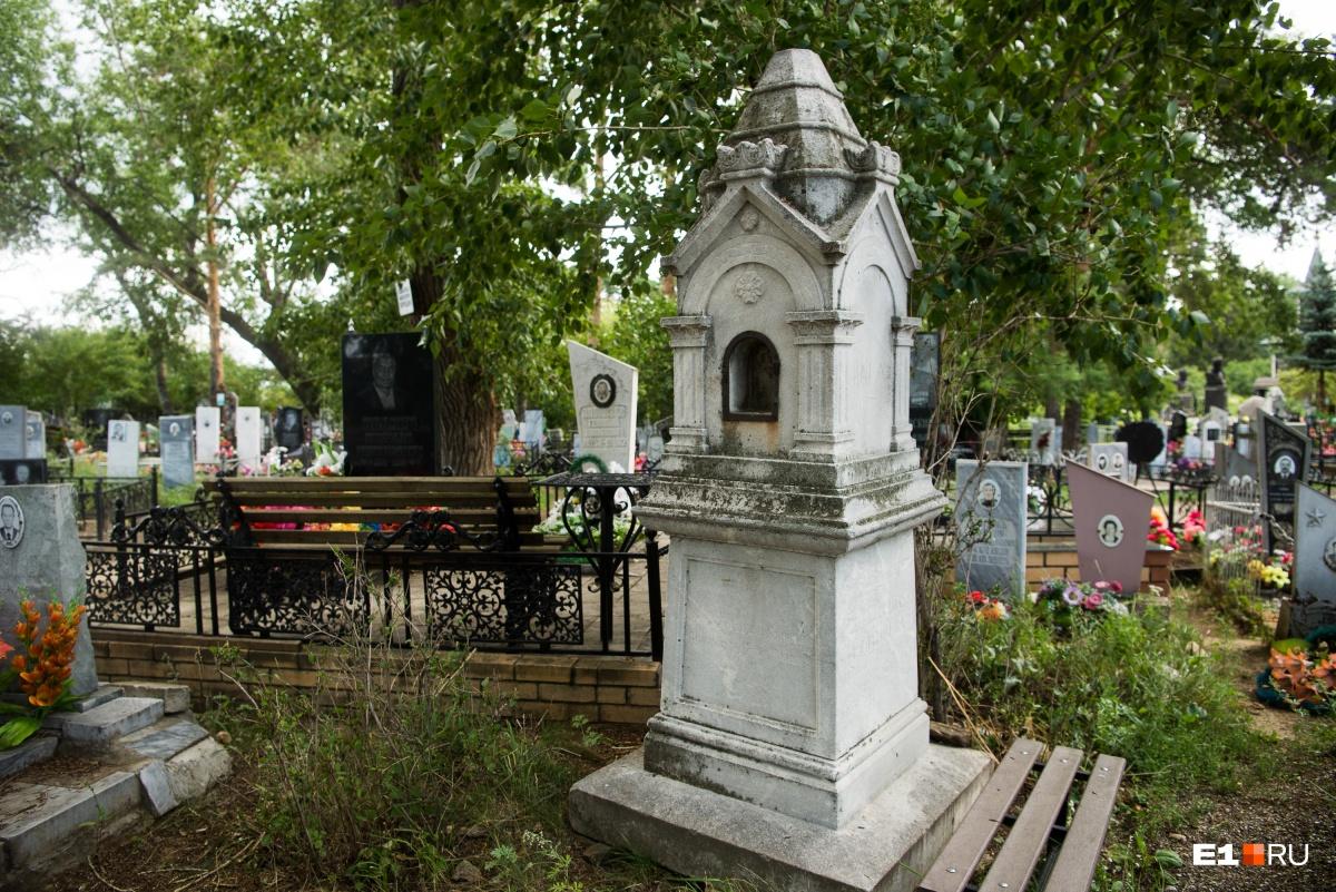 Такие надгробия устанавливали в основном в дореволюционное время