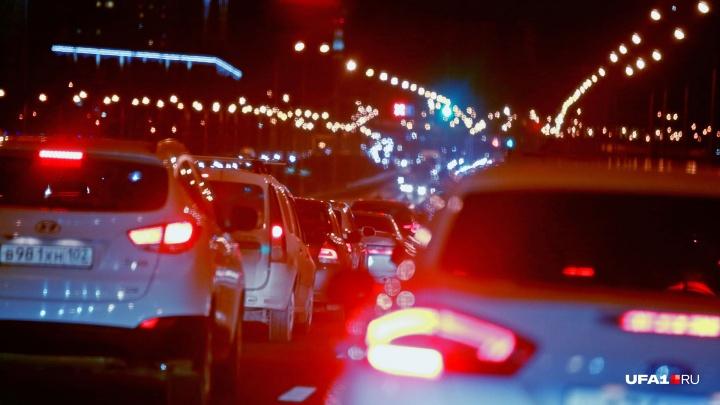 Город встал, где-то там «Газель» заглохла: Уфу сковали девятибалльные пробки