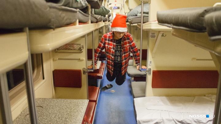 От Владивостока до Москвы: как проводят Новый год в поезде дальнего следования