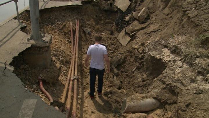 «Мы боимся всего на свете»: виновницей гигантского провала в Волгограде назвали бесхозную ливневку