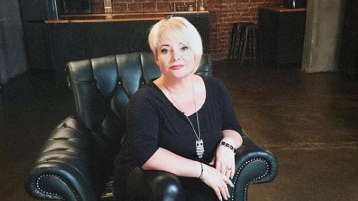 «Предлагали сесть через ряд»: актрисе Светлане Пермяковой не давали место в самолете рядом с дочкой