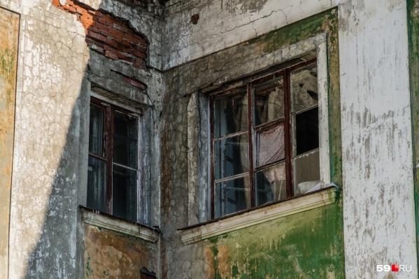 Некоторое аварийное жилье выглядит так