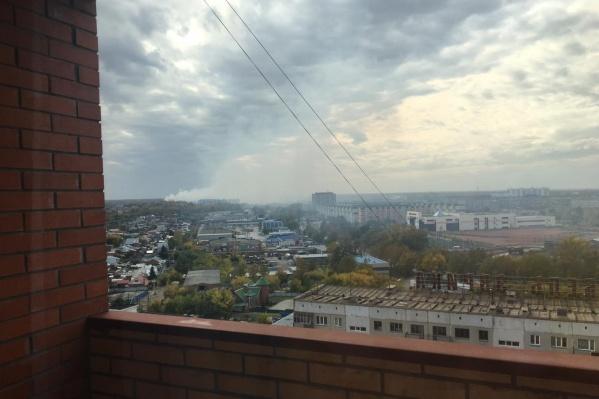 Дым пожара новосибирцы видели издалека