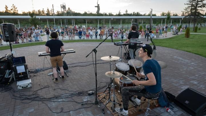 «Почти как в Испании»: в Мемориальном парке Волгограда прошел рок-концерт
