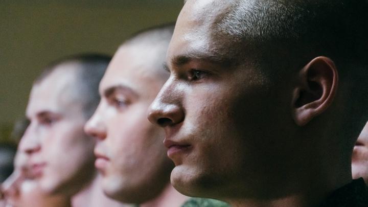 Мамины слёзы и шаурма на прощание: как в Омске проводили 15 бойцов в президентский полк