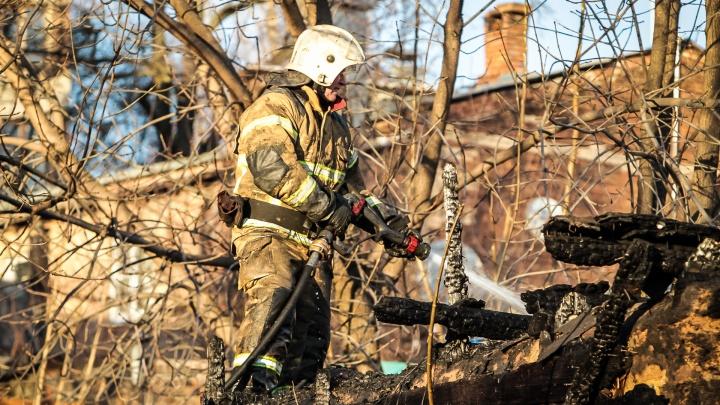 Не потушил сигарету: на Дону при пожаре погиб пожилой мужчина