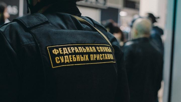 Приставы заставили тюменца заплатить бывшей супруге 300 тысяч рублей за постоянные побои