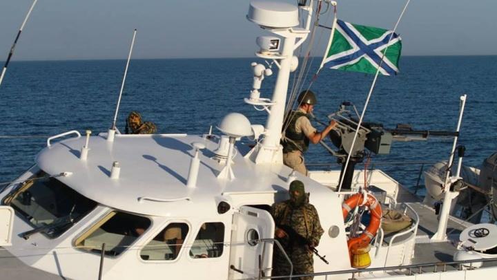 Украина пожаловалась на опасные маневры катера российских пограничников в Азовском море