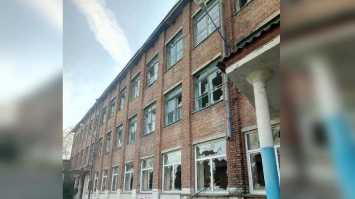 Ставшую местом опасных игр школу на Волгоградской начали сносить