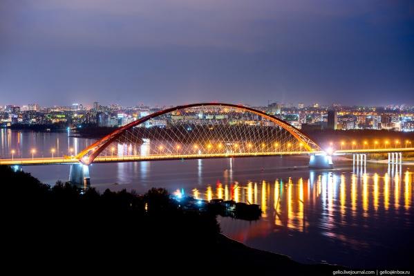 Бугринский мост открыли в 2014 году, но некоторые прожекторы на нём не работали с самого начала