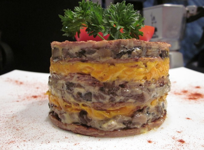 Это печёночный тортик с грибами. Как его приготовить — узнаете, если досмотрите этот материал до конца