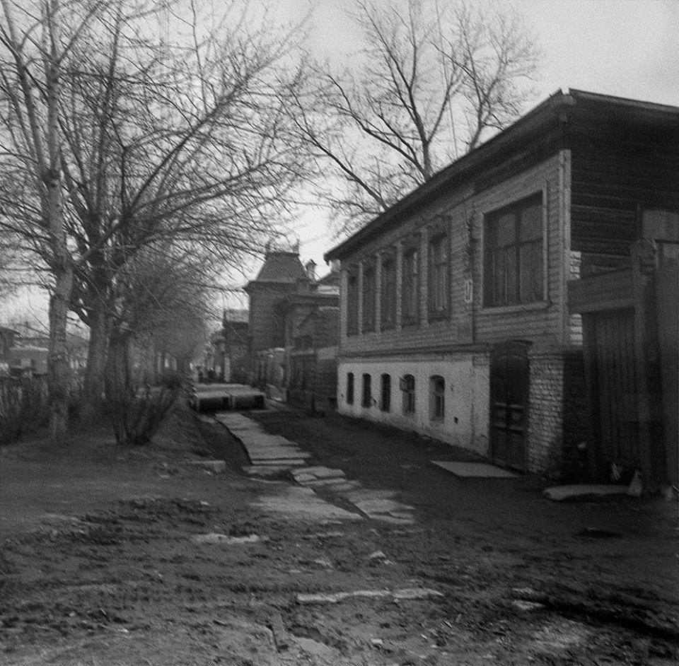 Хозяева не просто жили в этих домах, а устраивали в них бизнес. Например, пивные и склады для вина