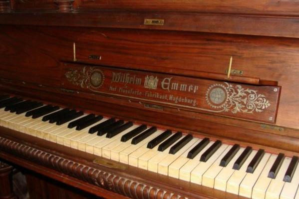 За деньги, вырученные с продажи этого фортепиано, можно купить десять автомобилей или две квартиры