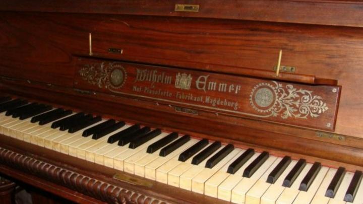 Стоит как две трехкомнатные квартиры: житель Ростова продает фортепиано за шесть миллионов рублей