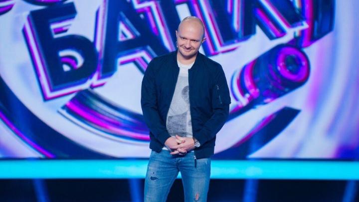 Омич прошёл в новый сезон шоу на ТНТ, пошутив про «бливафли», лысых и ядерный потенциал президента