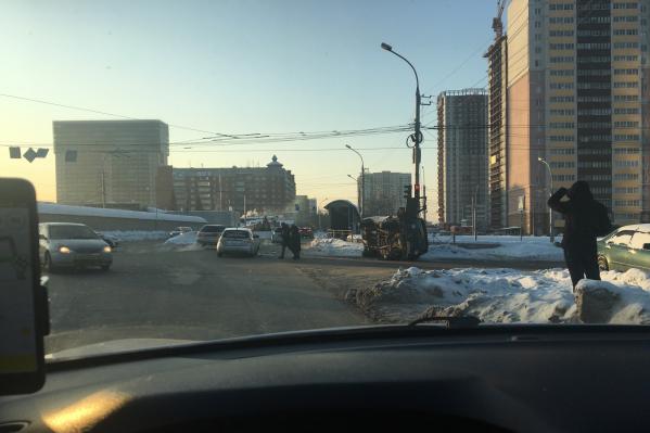 УАЗ поворачивал с Писарева на Ипподромскую