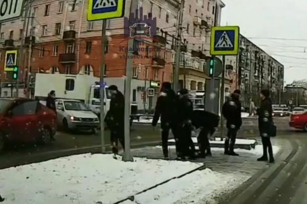 Инцидент вызвал среди красноярцев споры