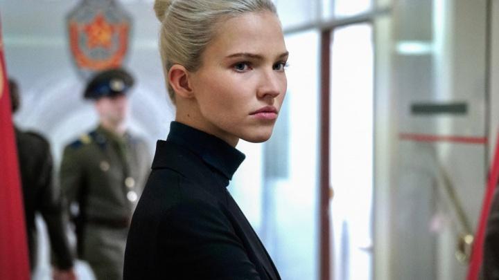 Люк Бессон выпустил фильм про красотку из Омской военной академии. Почему его не стоит смотреть?