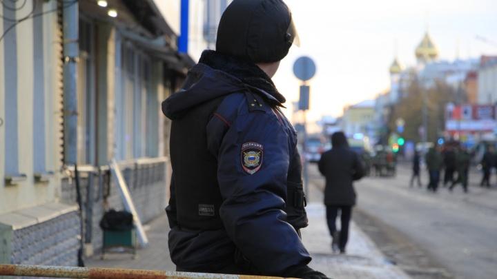 Пожарные и силовики: фоторепортаж с места взрыва в Архангельске