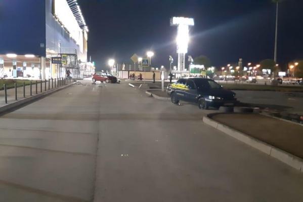 Автомобили столкнулись рядом с СТЦ «МЕГА»