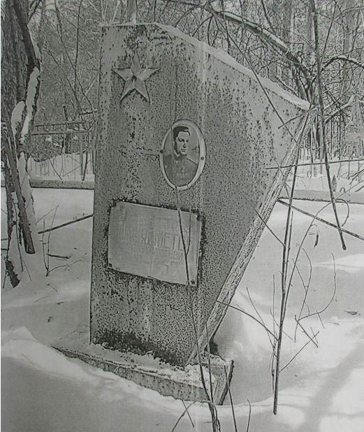 Так выглядела раньше могила Ишмухаметова на Ивановском кладбище. Сейчас там новый обелиск